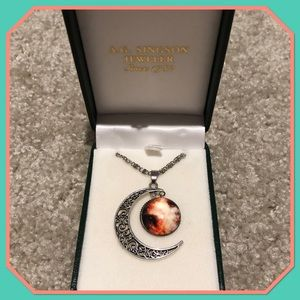 🎉JUST IN🎉 Crescent Moon Charm Necklace